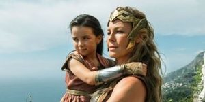 Wonder-Woman-Lilly-Aspell-Connie-Nielsen2-696x348.jpg