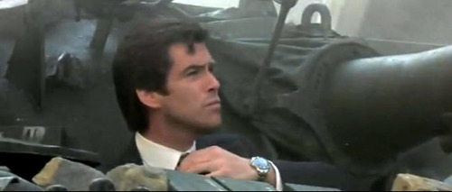 goldeneye-pierce-brosnan-tie-check (1).jpg